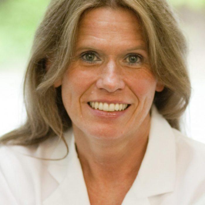Dr. Claudia Friesene